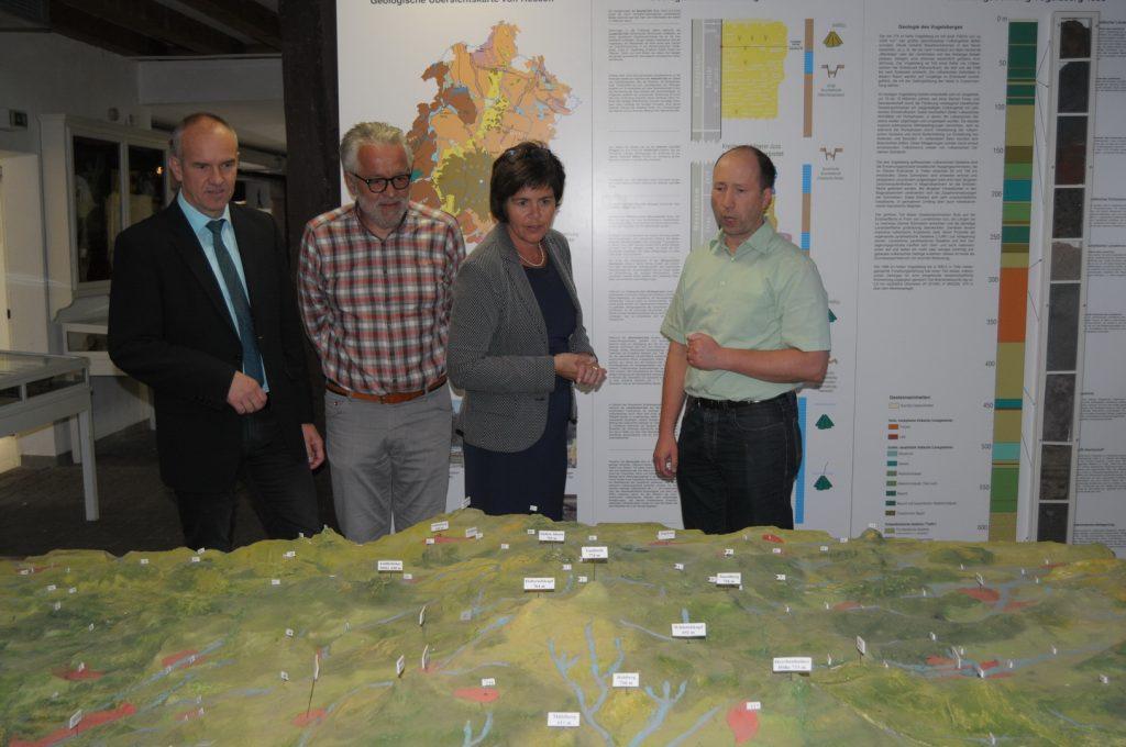 Bundestagsabgeordneten Birgit Kömpel im Museum